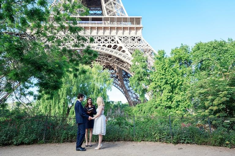 Eiffel Tower elopement in Paris