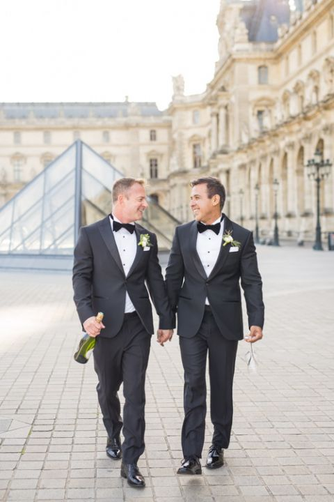 Gay elopement in Paris Louvre champagne