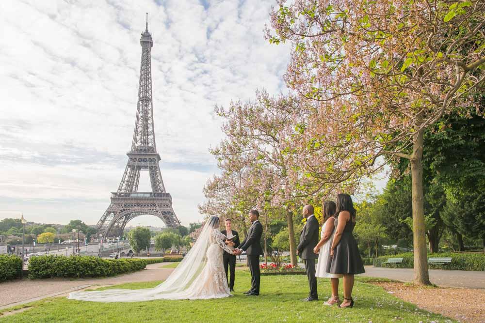 Eiffel Tower weddding elopement Paris