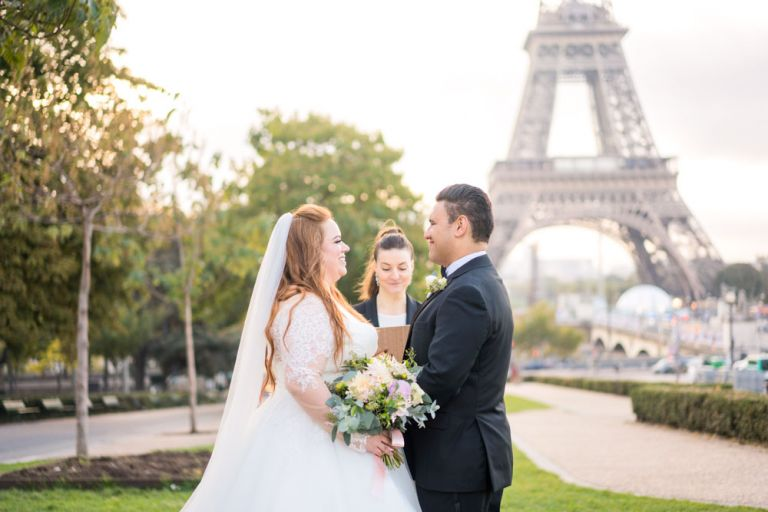 eloping to Paris eiffel tower elopement ceremony celebrant