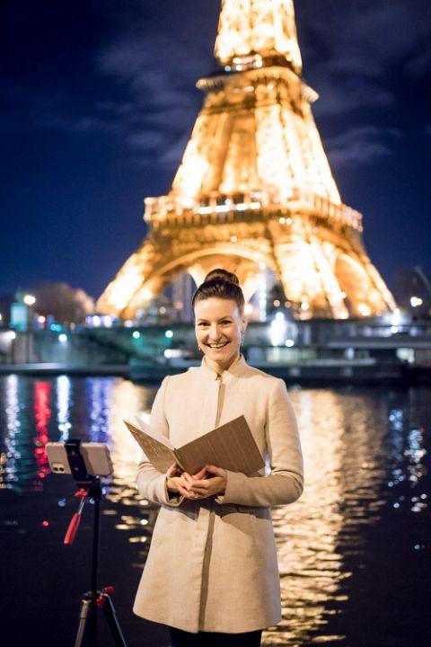 paris celebrant sprakling eiffel tower