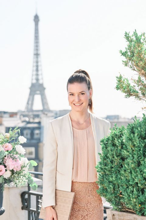 English speaking Paris celebrant Laura Montorio Eiffel Tower