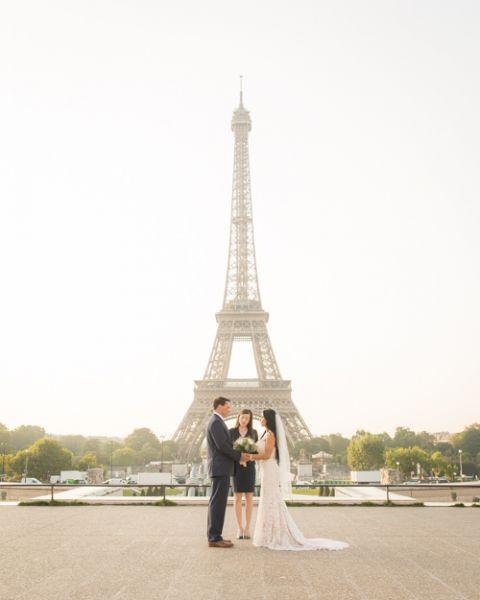 Eiffel Tower wedding celebrant Paris