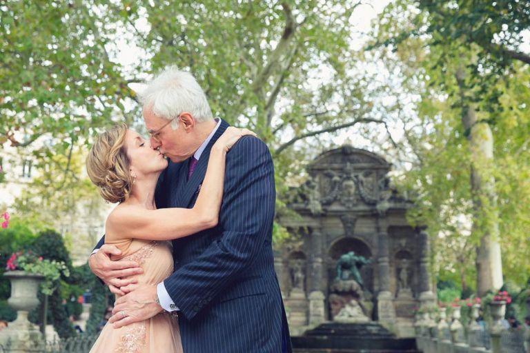 wedding anniversary kiss medici fountain luxembourg gardens